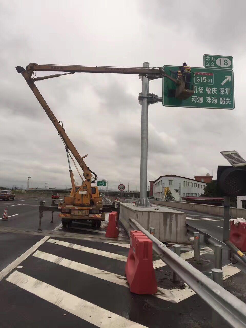 28米路灯维修车出租小型吊机