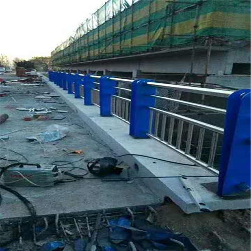 不锈钢碳素钢复合管桥梁护栏新闻资讯