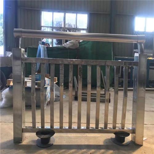 不锈钢碳素钢复合管桥梁护栏样式齐全
