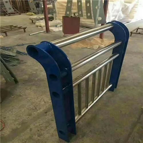 不锈钢碳素钢复合管桥梁护栏钢板立柱发货及时