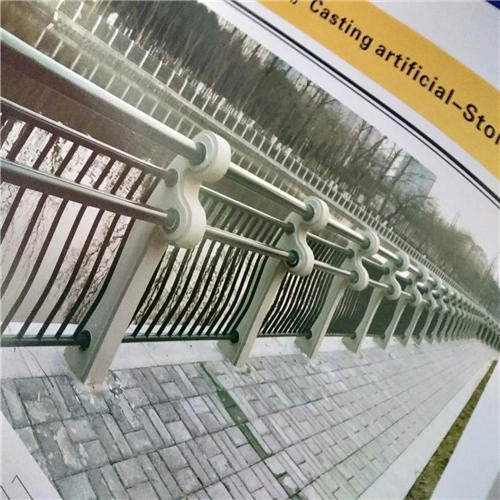 不锈钢碳素钢复合管桥梁护栏钢板立柱近期价格