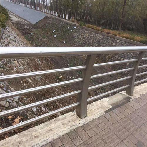 不锈钢碳素钢复合管桥梁护栏钢板立柱性价比高