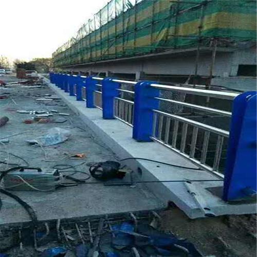 长宁不锈钢碳素钢复合管桥梁护栏钢板立柱厂家直发