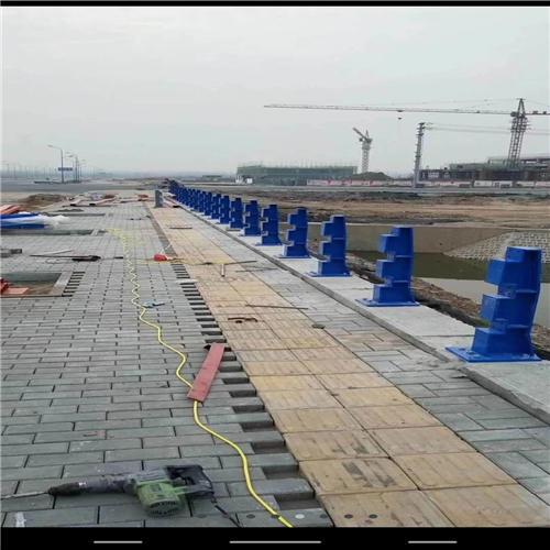 不锈钢碳素钢复合管桥梁护栏钢板立柱供应商
