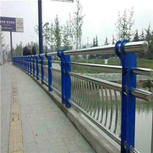 不锈钢碳素钢复合管桥梁护栏钢板立柱找哪家
