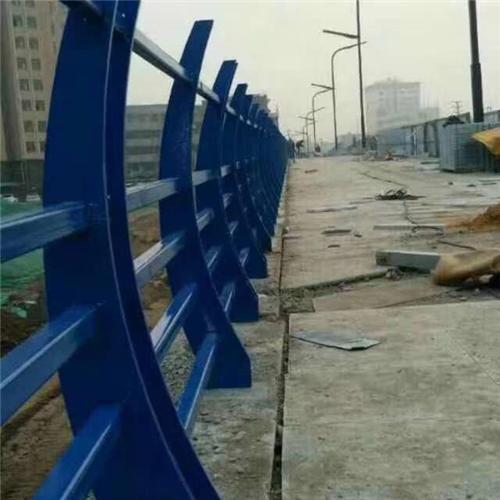 不锈钢碳素钢复合管桥梁护栏钢板立柱供货商